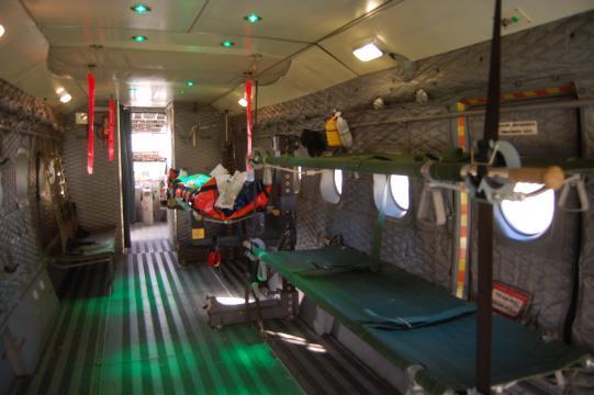 Interior del avión medicalizado usado para las prácticas de instrucción