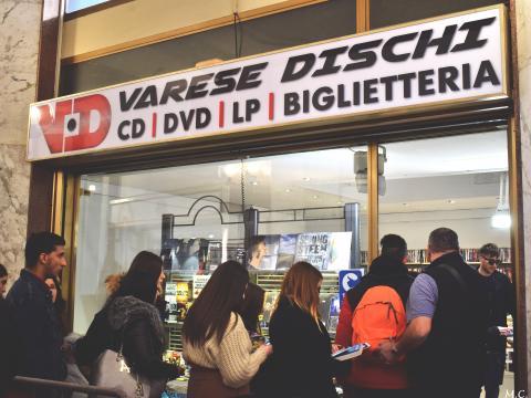 Varese Dischi durante l'instore di Briga svoltosi giovedì 14 febbraio. Foto di Marta Colombo