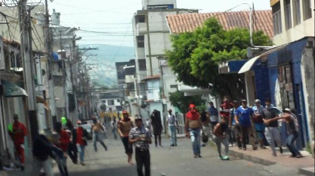 Colectivos Amedrantando contra el pueblo de San antonio del Táchira Frontera Venezuela