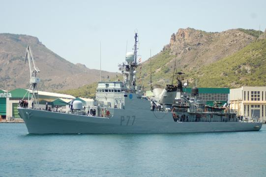 El Infanta Cristina zarpando a una misión contra la piratería