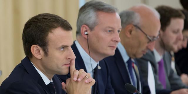 Carburants : Macron réfléchit à un geste pour compenser la hausse des taxes - lejdd.fr