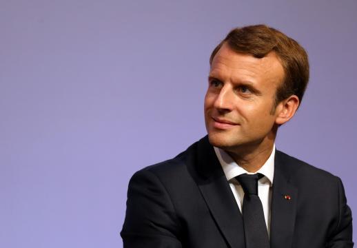 La popularité de Macron dévisse de nouveau avec 42% de