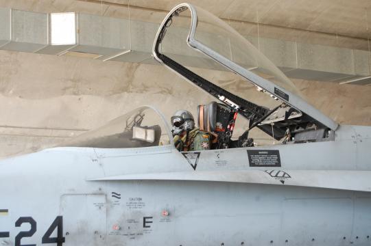 Piloto en su F-18. El EDA sufre un deficit en el número de aviadores