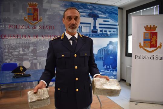 Il dottor Roberto Di Benedetto durante la conferenza in Questura di sabato 9 febbraio 2019