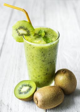 Bebidas saludables con valor nutricional (Imagen de rawpixel de Pixabay)