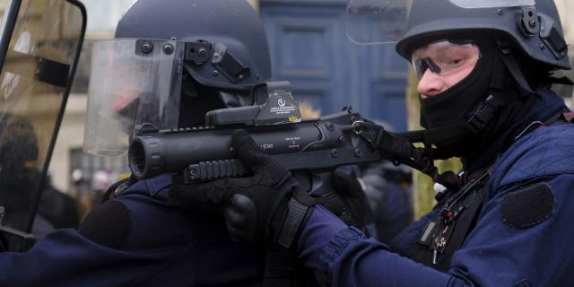Gilets jaunes : face à la polémique sur les LBD, le gouvernement ... - lejdd.fr