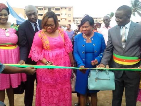 Le Maire de Yaoundé 6 mr Yoki Onana et les officiels à l'ouverture de la foire FEMY 6 (c) Simone Virginie Nga