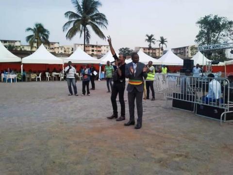 Le Maire Jacques Yoki Onana et l'artiste Ama Pierrot lors de la foire FEMY 6 (c) Simone Virginie Nga