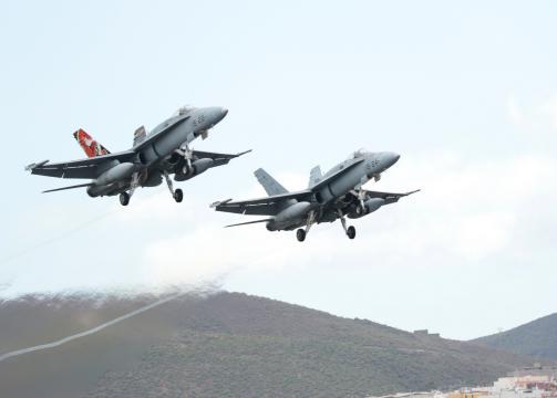 Los F-18 se suman a las maniobras reforzando el contingente de Eurofighter