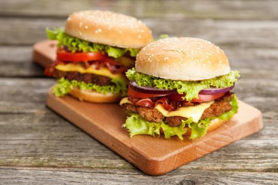 Consumidores poderão 'queimar' anúncio e ganhar sanduíche (Reprodução / Arquivo Blasting News)