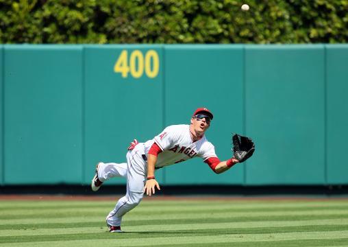 Los Angels necesitan construir un equipo ganador para ayudar a Trout. www.baseballamerica.com