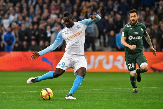L'OM s'impose 2 à 0 face à Saint-Étienne grâce à Balotelli et Thauvin - rtl.fr
