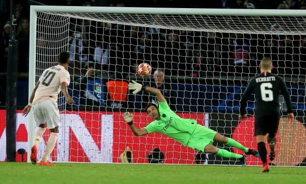 El penal al minuto 90 dejó hundido otro año más al PSG en la Champions. www.marca.com.