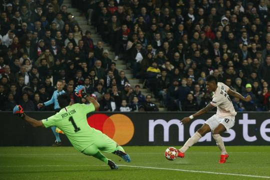 Manchester United stuns PSG 3-1 to reach CL quarterfinals. - The ... - washingtonpost.com