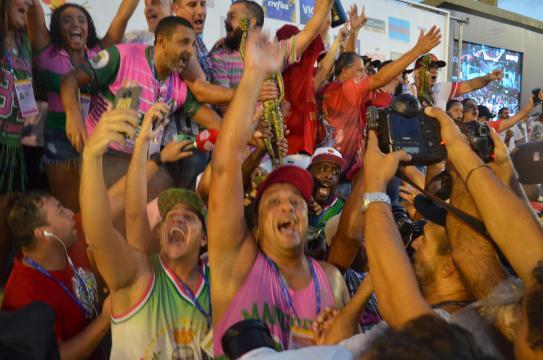 Mangueira comemora o título do Carnaval carioca Foto: Claudio Rangel