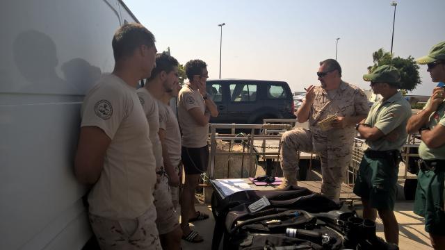 Reunion de tecnicos de la UBMCM y Guardia Civil para fijar la extrategia de desactivación de un artefacto