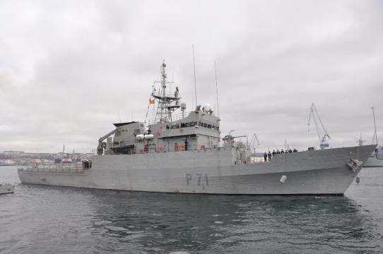 El patrullero serviola en puerto