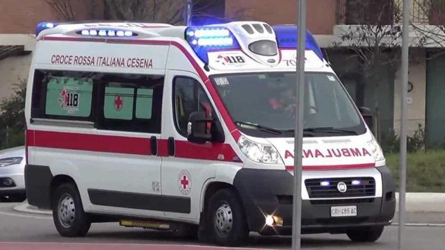 I soccorsi hanno praticato massaggio cardiaco e defibrillazione