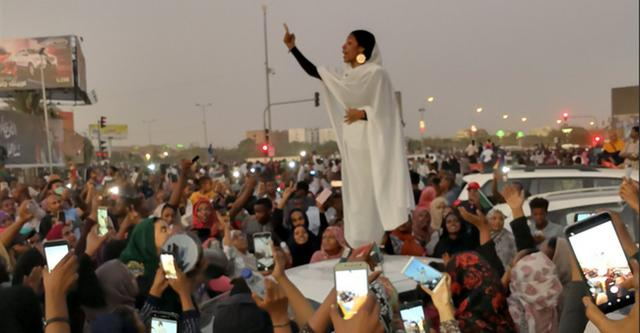 La ragazza simbolo delle proteste in Sudan - letteradonna.it