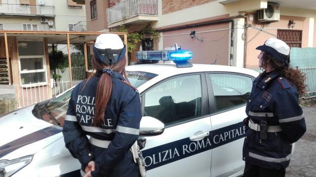 Sul posto è intervenuta la polizia locale dl Gruppo X Mare