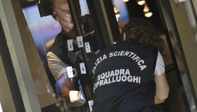 La polizia scientifica si è occupata dei rilievi del caso.