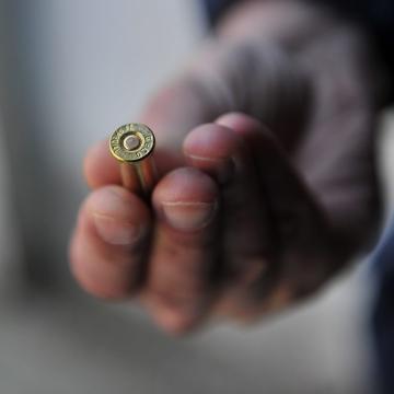 L'uomo è stato raggiunto da almeno due proiettili.