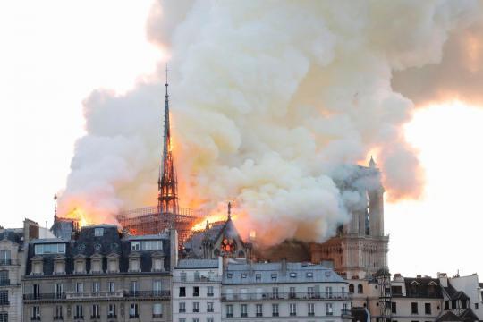 La solidarietà internazionale a Parigi, per l'incendio di Notre ... - newsstandhub.com