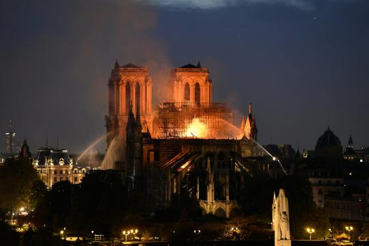 Notre Dame incendio nella Cattedrale di Parigi | Diretta LIVE - tpi.it