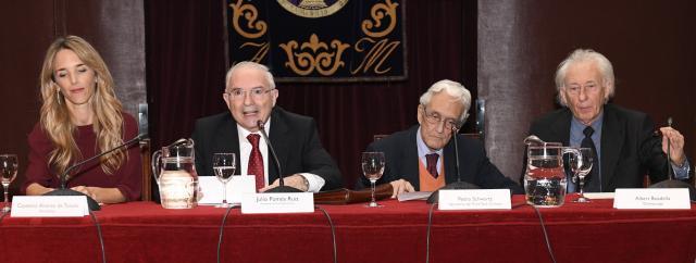Cayetana Álvarez de Toledo y Albert Boadella, cada uno a un lado de la imagen.