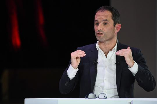 Européennes : Hamon accuse le gouvernement de vouloir baisser le Smic - parismatch.com