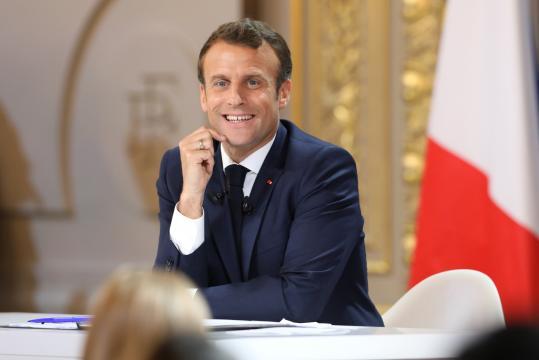 Emmanuel Macron initie un