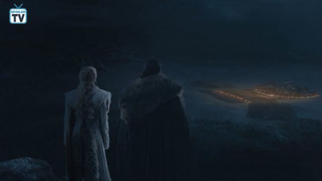 Jon e Daenerys osservano la battaglia di Grande Inverno da un'altura