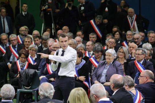 L'opposition charge Emmanuel Macron sur sa sortie du Grand débat national