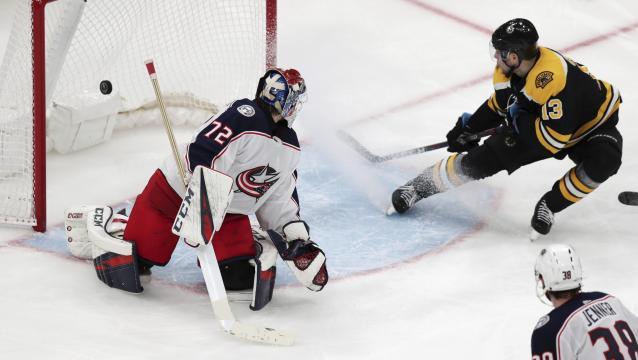 Charlie Coyle rescató a los Bruins en el juego 1 vs Columbus. www.spokesman.com