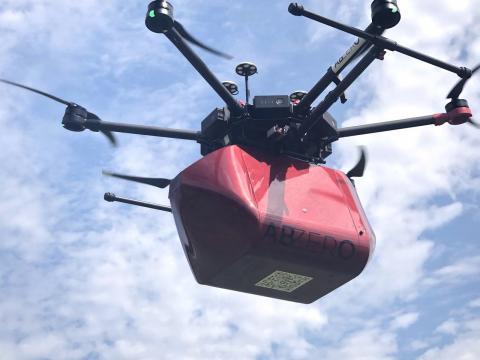 Il drone ABZero che sarà protagonista del volo-prova nel trasporto sangue.