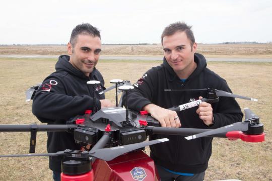 Il team di ragazzi che guidano il drone ABZero al Congresso