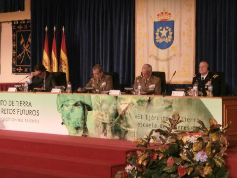 Los miembros de las mesas fueron militares y técnicos civiles de primer nivel
