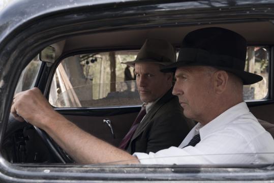 Woody Harrelson e Kevin Costner são os protagonistas do filme 'Estrada Sem Lei' (Reprodução/Netflix)