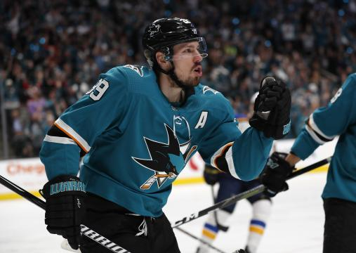 Logan Couture otra vez anotó en estos playoffs. www.bostonglobe.com