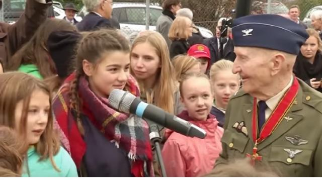 The Candy Bomber of post-World War 2 Berlin. [Image source/Forces TV YouTube video]