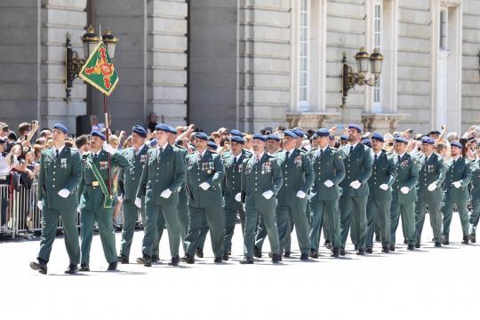 desfile de los guardias civiles asignados a la Guradia Real