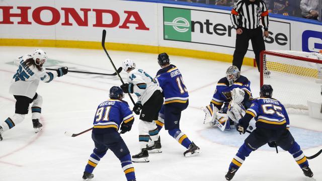 El gol de Karlsson en OT si debió contar. www,nbcsports.com