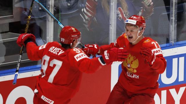 Gusev y Shergachev fueron las figuras del partido para Rusia vs Team USA. IIHF.com.