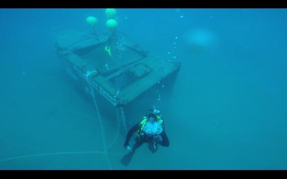 En los contenedores se simula la evacuación de tripulantes y la recuperación de la nave