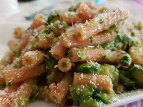 Pasta light con zucchine e gamberetti