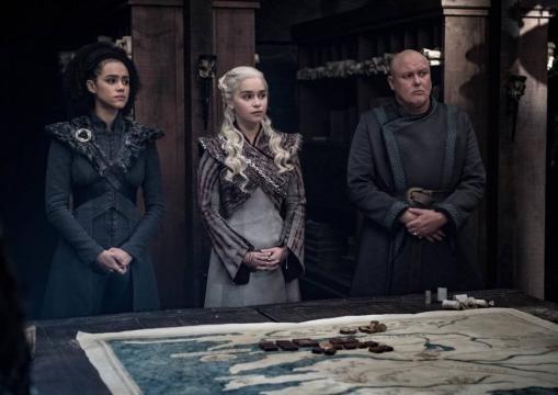 Daenerys e i suoi consiglieri ordiscono un piano di guerra contro Cersei