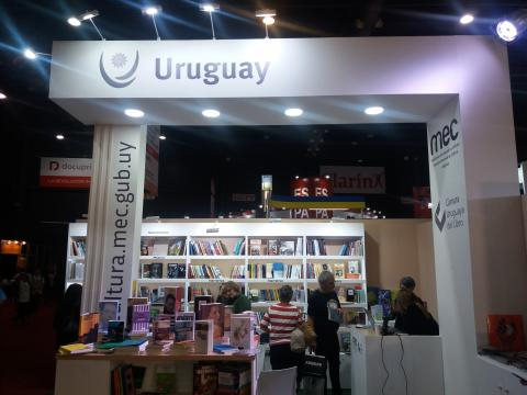 Stand de Uruguay en Feria del Libro de Buenos Aires
