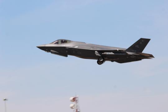 El modernísimo caza F-35 en vuelo sobre territorio español.