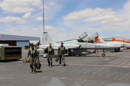 La actividad no cesa. Pilotos españoles regresan de una misión de entrenamiento.