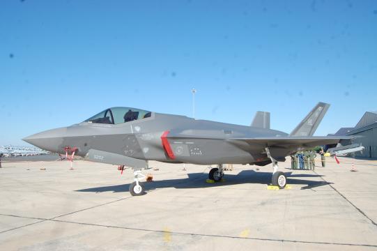 Lo futurista del diseño del F-35 deja entrever sus prestaciones avanzadas.